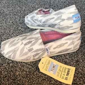 White and Gray Aztec Pattern Toms